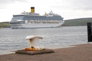CruiseShipLerwick01
